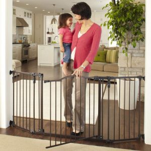 Deluxe Décor Baby Gate